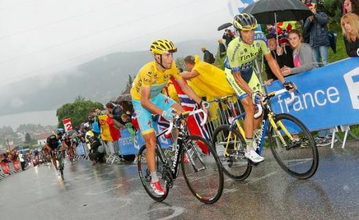 Contador puso el paso, Nibali lo siguió. El de Pinto consiguó descontar 3 segundos. Sigue debiendo 2:34 min.