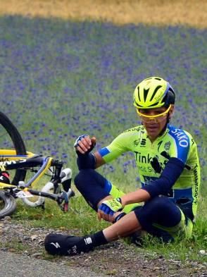 Jesús Hernandez, español, y hombre de Contador para la montaña, sufre de contusión cerebral.