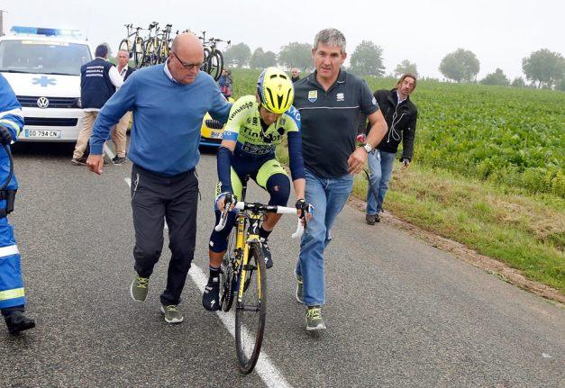 Hernández quiso subirse de nuevo a la bici y reincorporarse a la carrera, pero no lo consiguió.