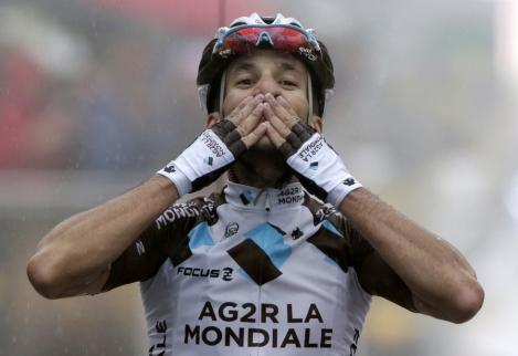 Blel Kadri celebra a su paso por meta en La Mauselaine.