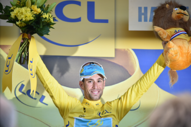 Vincenzo Nibali recupera el liderato. Fructifica la estrategia del Astana.