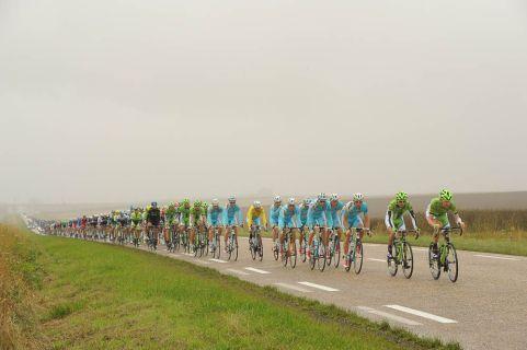 El Astana viene haciendo un trabajo juicioso protegiendo al líder, Nibali.