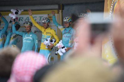 Nibali partió un día más como líder.