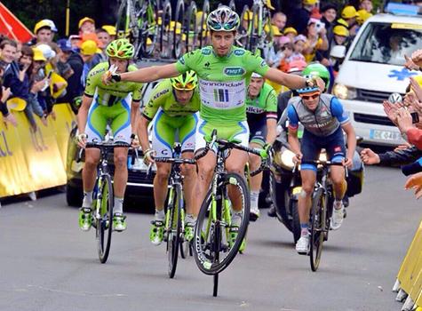 """Fiel a su estilo, """"Peto"""" Sagan entró a meta haciendo gala de sus habilidades a la hora de dominar la bicicleta."""
