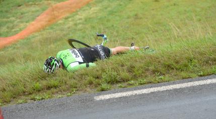 El primero en abandonar, en la séptima etapa, fue Stef Clement del Belkin.
