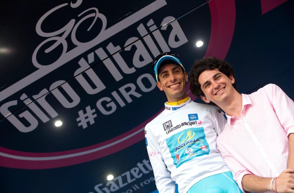 Fabio Aru sigue amenazando el Giro de Contador. Hoy tampoco cedió tiempo. Es el mejor de los jóvenes.