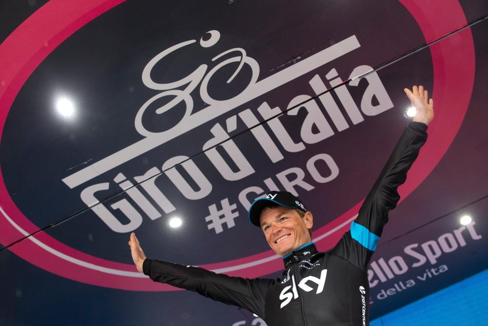 El bieloruso, Vasil Kiryienka, se vio feliz al vencer en la 14ª etapa del Giro 2015.