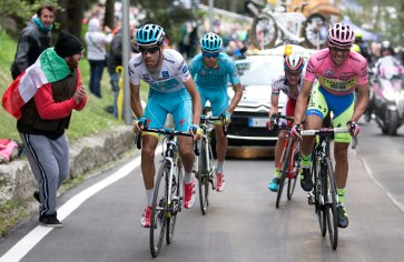 El mundo del ciclismo se quedó esperando el ataque de Fabio Aru sobre Contador. Ni la superioridad numérica no le dio confianza al italiano.