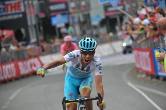 Aru le disputó un sprint final a Contador. El español no pudo responder y el italiano recortó un segundo de diferencia. Solo 3 tics los separan.