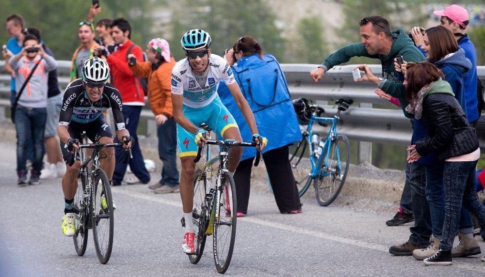 Urán intentó arrebatarle la etapa a Aru. Pero el Astana tenía otra opinión.