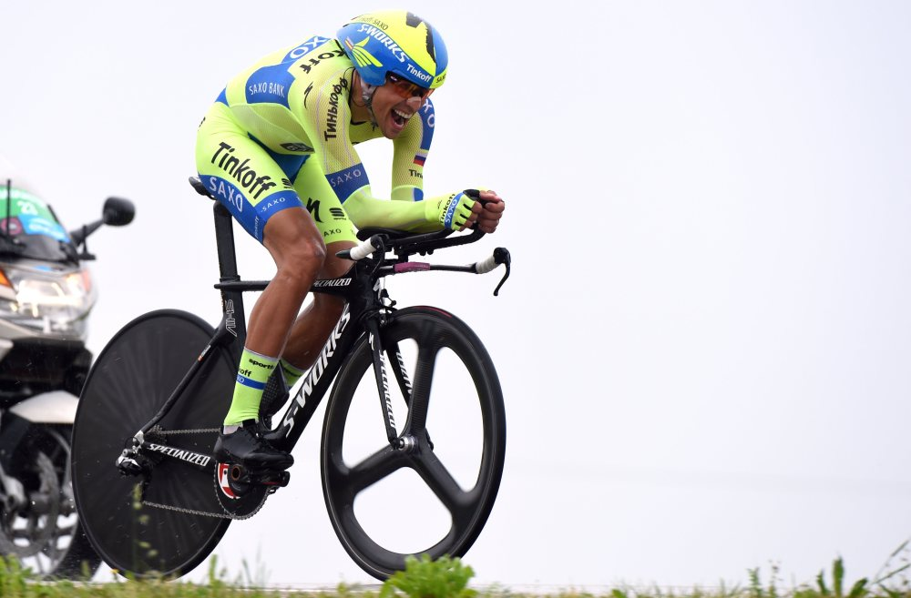 Contador, a pesar de declararse lesionado, salió a tope a la crono.