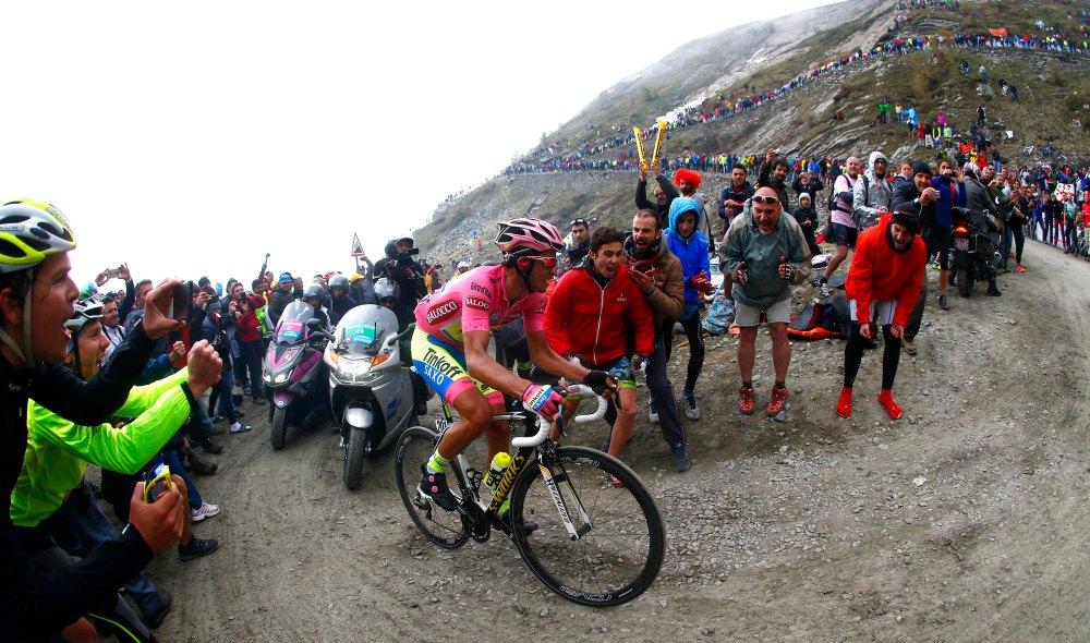 Alberto Contador sufrió en la subida a Finestre. Se vio solitario, pero la ventaja acumulada, le sirvió de defensa.