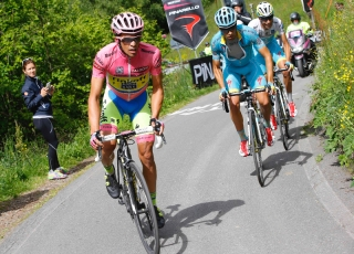 Contador, literalmente, rompió en mil pedazos, hasta a sus propios compañeros.