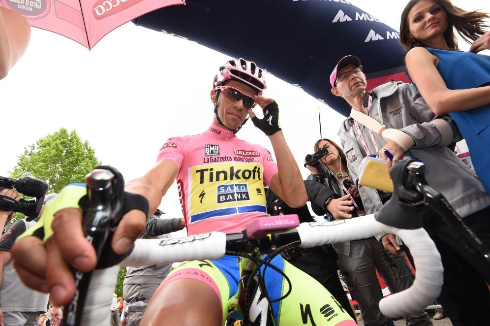 Alberto Contador en la línea de partida de la etapa 7.