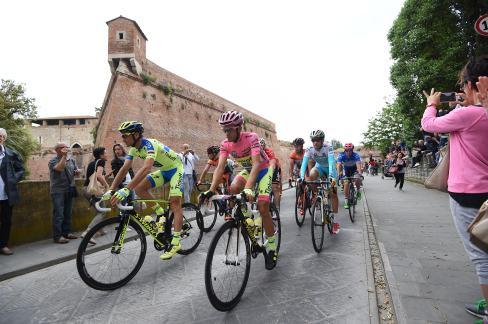 Alberto Contador en la partida de la etapa 7.