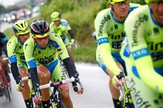 Contador vivió una jornada tranquila, hasta faltando apenas 3,2kms a meta, donde se vio en el piso, perdiendo el liderato.