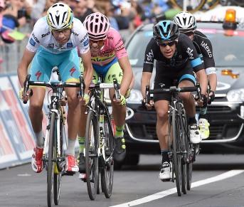 Los cuatro favoritos, en el sprint final en Campitello Matese.