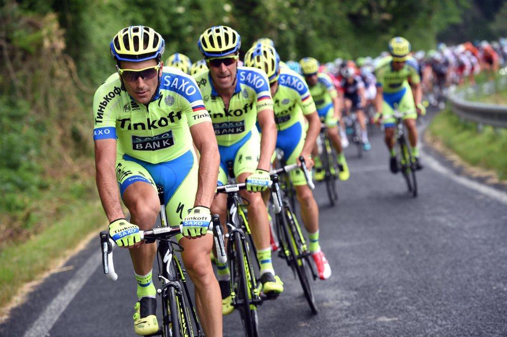 Ivan Basso imponiendo nuevamente un paso frenético en el pelotón.