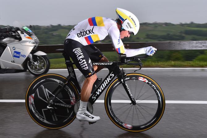 Rigoberto Urán durante el recorrido de la crono, en la 14ª etapa del Giro d'Italia 2015.