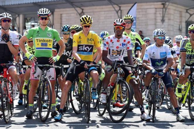 Portadores de las camisas al inicio de la 10a jornada del Tour de France.