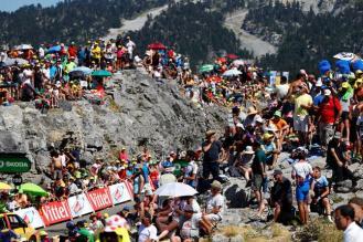 Francia, un país que respira ciclismo. Cientos de aficionados en La Pierre Saint Martin.