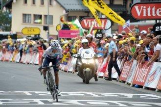Nairo Quintana, consiguió recortar su tiempo con Froome al entrar 2º a línea de meta.