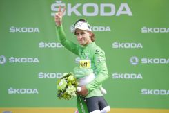 Peter Sagan continúa vistiendo la camisa verde.
