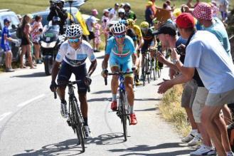 Nairo Quintana responde al ataque de Nibali, en el Glandon.