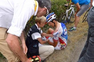 Steve Morabito tuvo una caída a 5 kilómetros de la línea de partida. Abandonó la carrera.