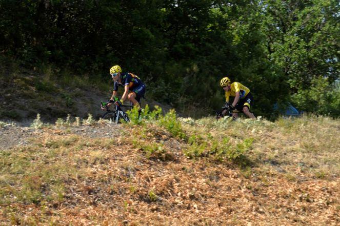 Alejandro Valverde y Chris Froome en el descenso de col de Manse.