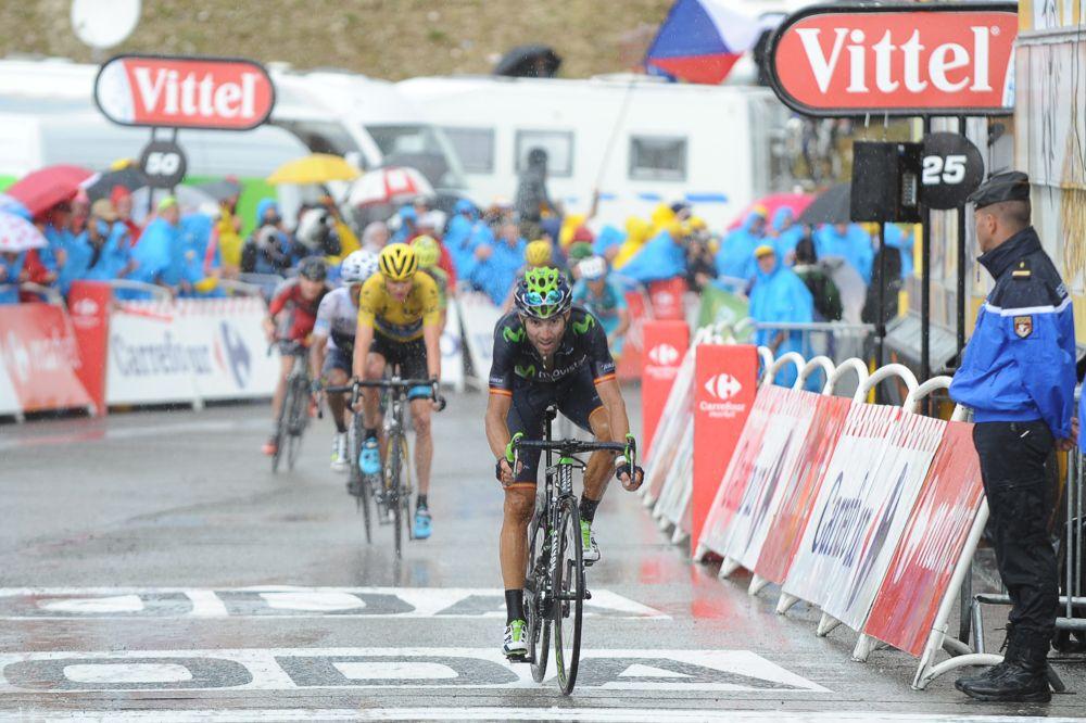 El grupo de los favoritos en la llegada a meta. Alejandro Valverde cruzó por delante de Chris Froome.