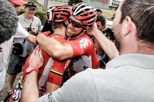 Andre Greipel celebra junto a su equipo su 3ª victoria.