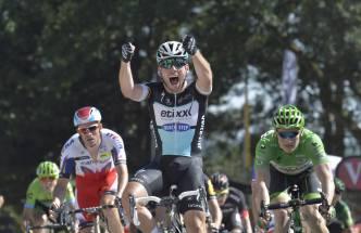 Cavendish cruza la meta de la séptima etapa.