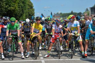 Las 4 camisas en línea de partida: André Greipel, camisa verde; Tony Martines, camisa amarilla, Joaquim Rodríguez, camisa de puntos rojos; Peter Sagan, camisa blanca.