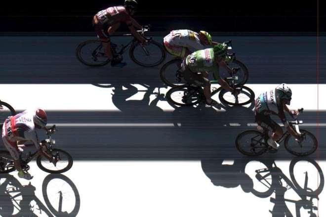 Foto finish de la llegada a meta en Fougères.