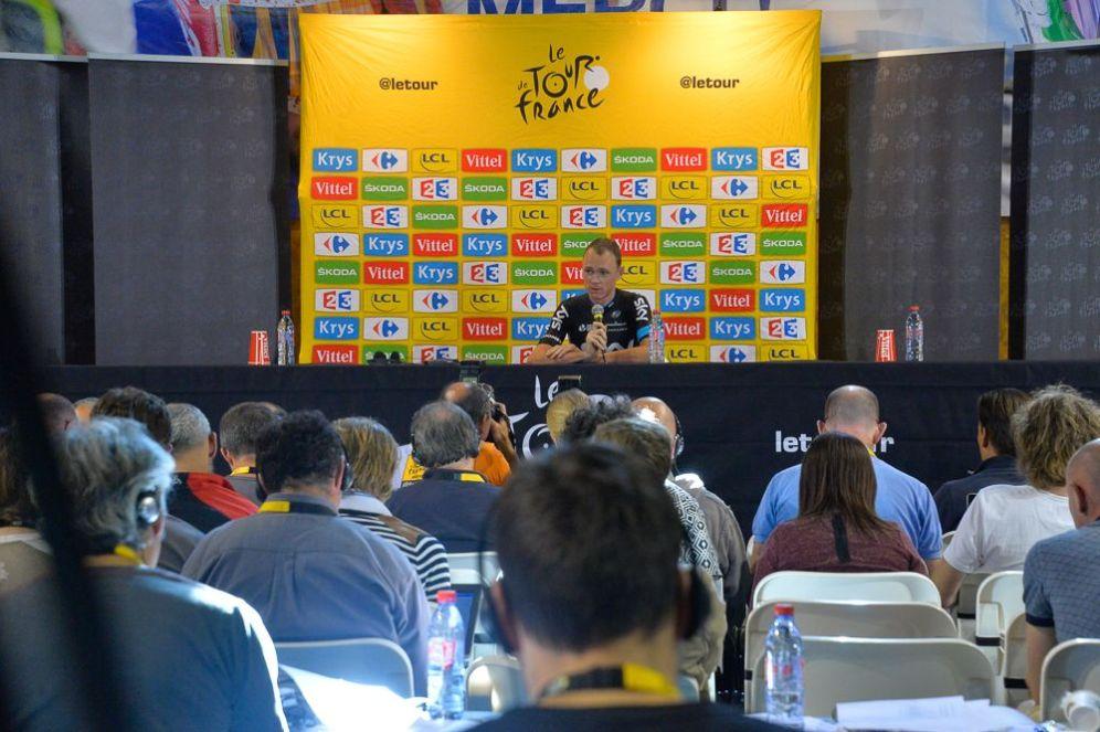 Chris Froome en la conferencia de prensa, luego de conocer que seguía siendo líder.