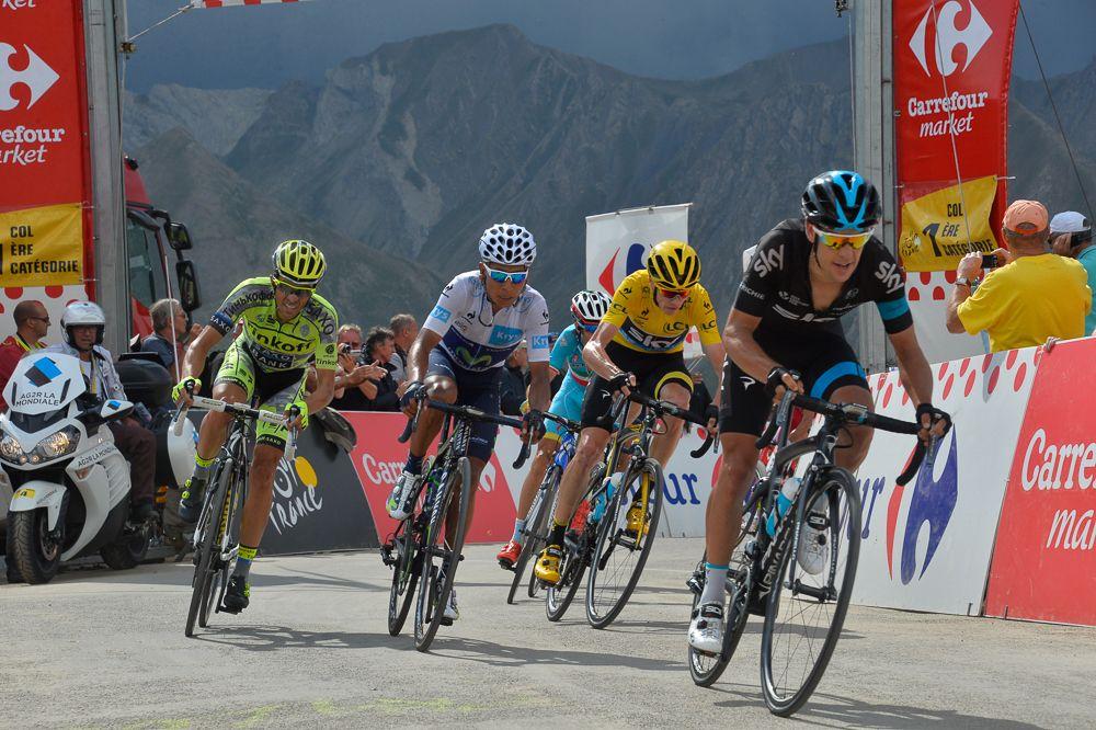 Los favoritos se lanzaron sin miramientos, decididos a hacerse daño en el descenso. Contador mordió el polvo.