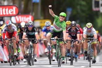 André Greipel consigue su segunda victoria en Amiens. (© Etixx - Quick-Step / Tim de Waele)