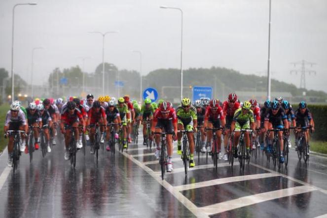La lluvia estuvo presente durante la jornada.