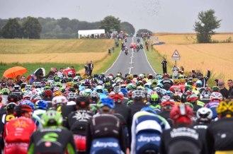 Desde el comienzo de la jornada, el numeroso pelotón vio alejarse a la dúpla francesa: Nicolas Edet y Pierre-Luc Périchon © Etixx - Quick-Step / Tim de Waele