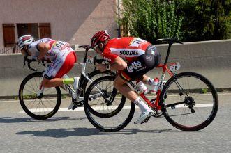 Marco Haller y Adam Hansen, en cabeza de la carrera.