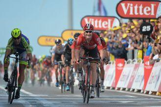 """André """"El Gorila"""" Greipel, del Lotto Soudal, se coronó vencedor de la 2ª fracción del Tour de France 2015."""