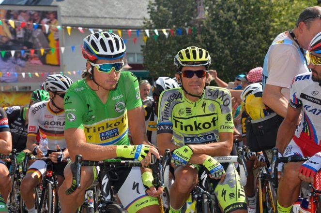 Peter Sagan y Alberto Contador, esperando el comienzo de la etapa #12.