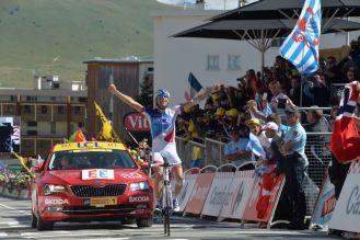 Thibaut Pinot celebrando su segunda victoria de etapa en la edición 2015 del Tour de France.