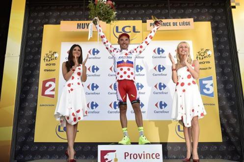 """""""Purito"""" Rodríguez celebra la victoria de etapa y ahora es el líder de la montaña."""