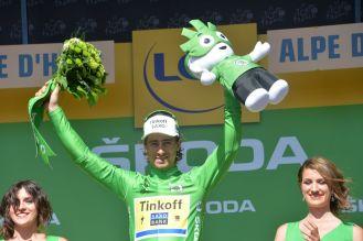 Peter Sagan a punto de terminar el Tour de France 2015 vestido de verde, su propia victoria.