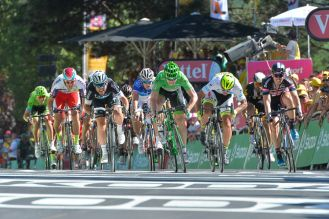 Así se vivió el emocionante sprint final en Fougères.