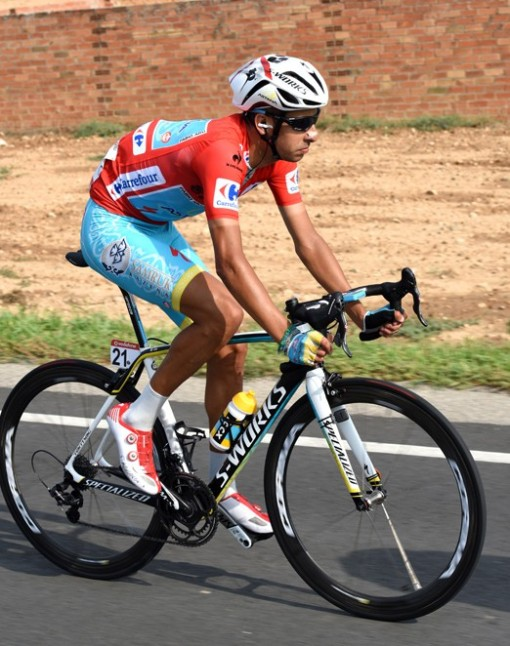 Fabio Aru disfrutó de su primer día como líder de la Vuelta 2015.