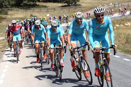 Solo cuando la ventaja superó los cinco minutos, el Astana se decidió a perseguir.