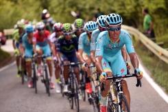 Con Visconti fuera de combate, en la subida a Sotres, el Astana se hizo fuerte en cabeza.
